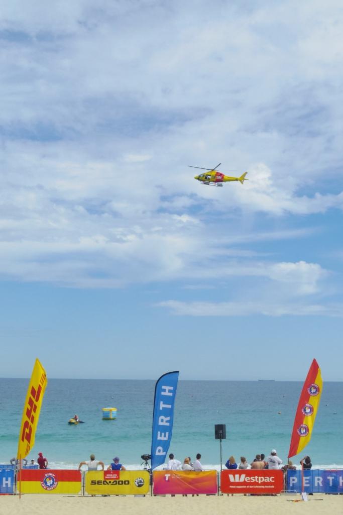 Un tour a deux blog australie perth plage scarborough surf life saving helicoptere