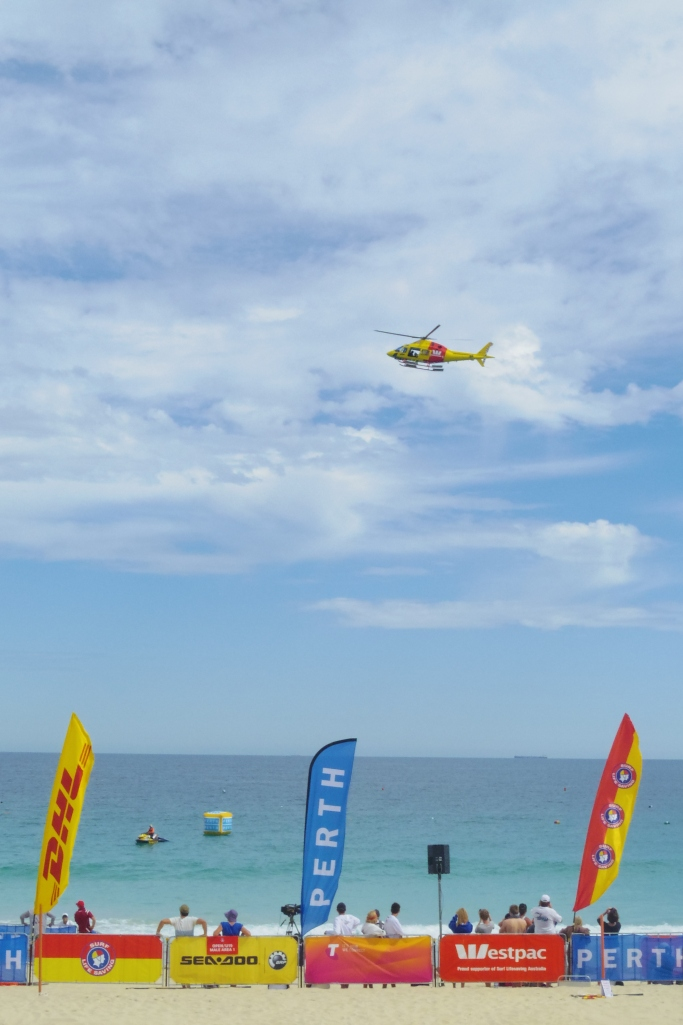 Un tour a deux blog australie perth plage scarborough surf life saving helicoptere