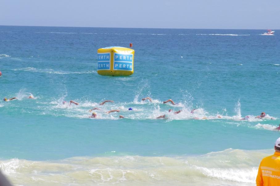 Un tour a deux blog australie perth plage scarborough surf life saving nage