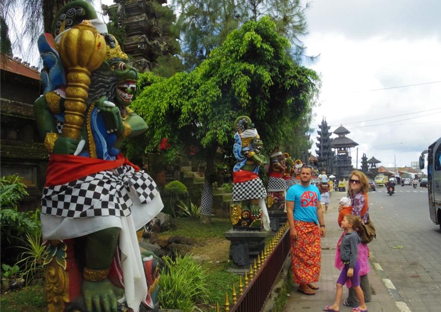 Un tour a deux voyage holidays travel Bali vacances statue