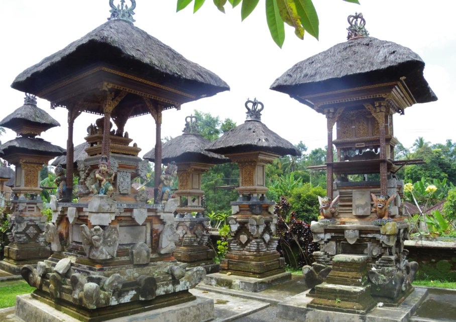 Un tour a deux voyage holidays travel Bali vacances  temple bali holiday 2