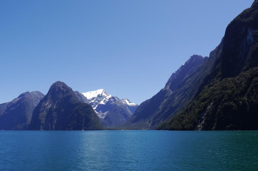 Un tour a deux blog voyage travel nouvelle zelande new zealand milford sound montagnes eau randonnee croisiere bateau miroir untouradeux.com