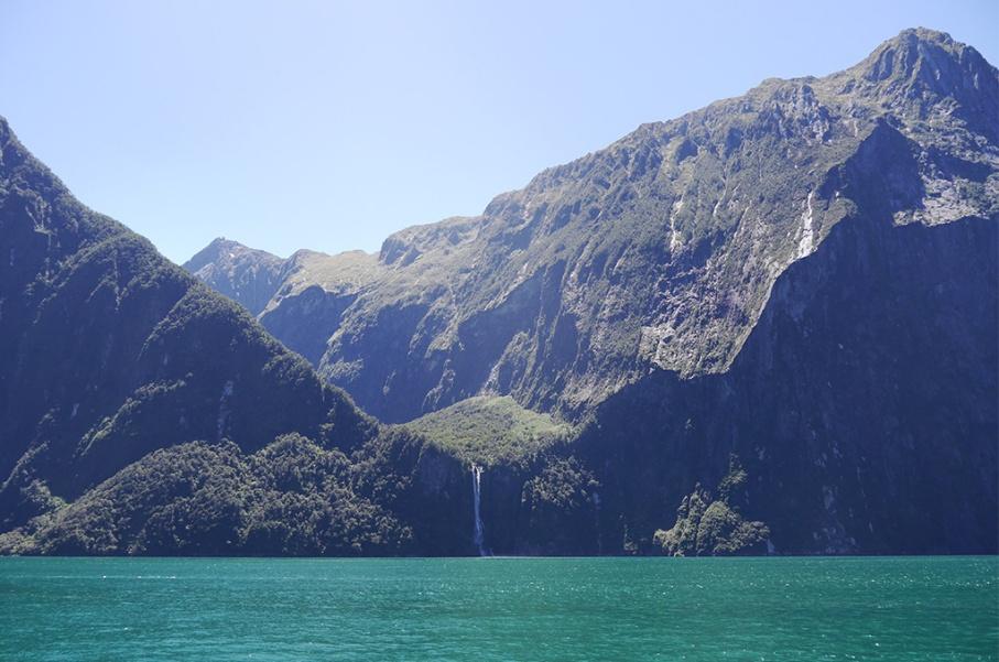 Un tour a deux blog voyage travel nouvelle zelande new zealand milford sound montagnes eau randonnee reflet croisiere bateau untouradeux.com