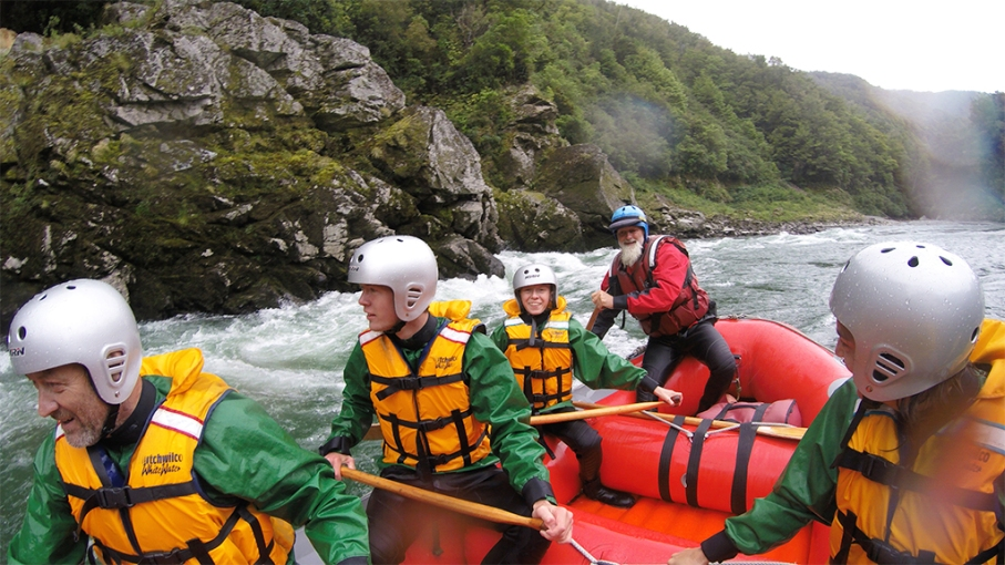 Un tour a deux blog voyage travel nouvelle zelande new zealand murhison river rafting equipe