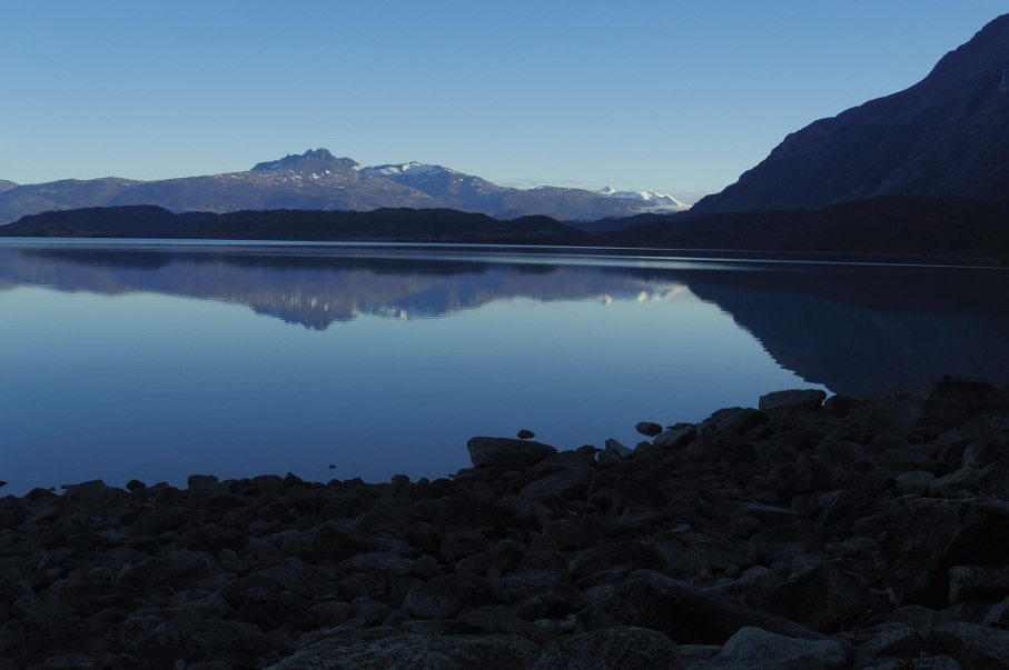 Un tour a deux blog voyage travel chile torres del paine patagonia trek holiday reflection lake
